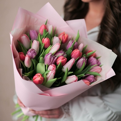 Tulips delivery for Russia