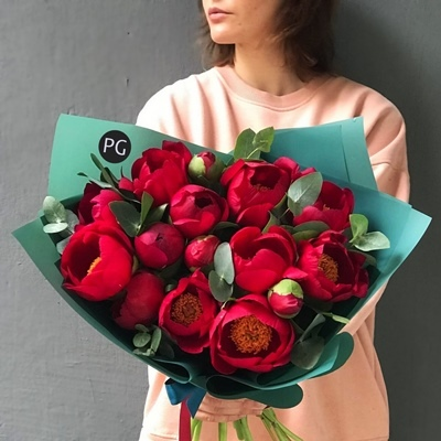 Peony roses delivery to Moscow