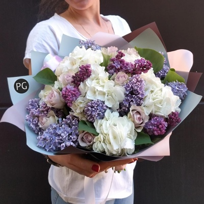 Flower bouquet to Russia