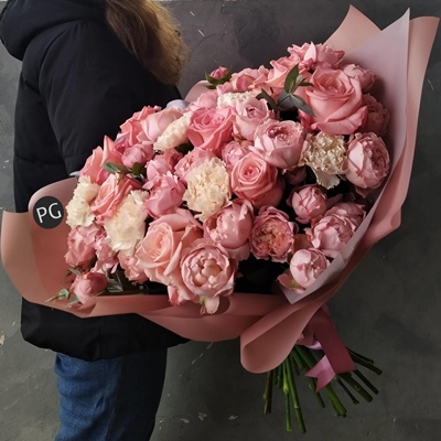 Flower bouquet to Moscow