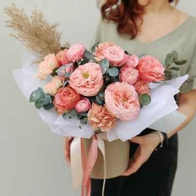 Flowers in box delivery to Russia