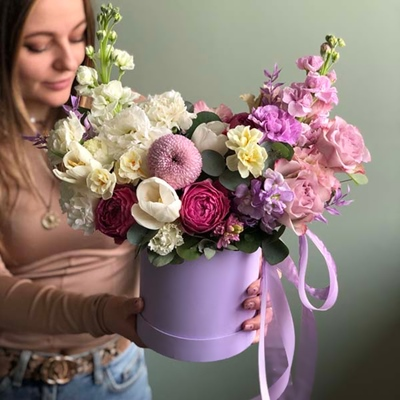 Flowers in box delivery for Moscow