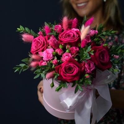 Доставка цветов в коробке в Москве