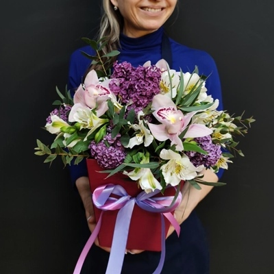 Flowers in a box delivery Russia