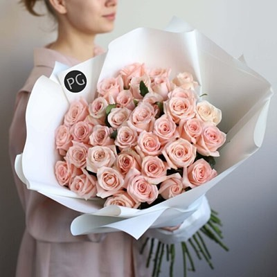 Bouquet of roses to Russia