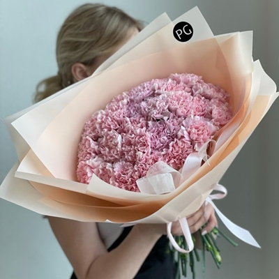 Luxury flower arrangements for Moscow