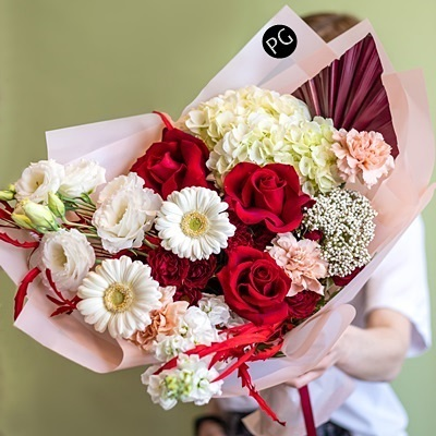 Luxury flower arrangement for Moscow